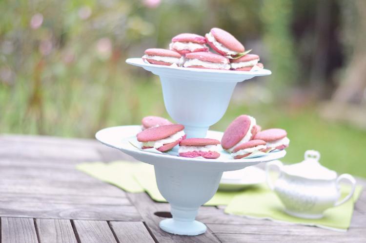 Basteln Mit Tassen etagere aus tassen und tellern basteln