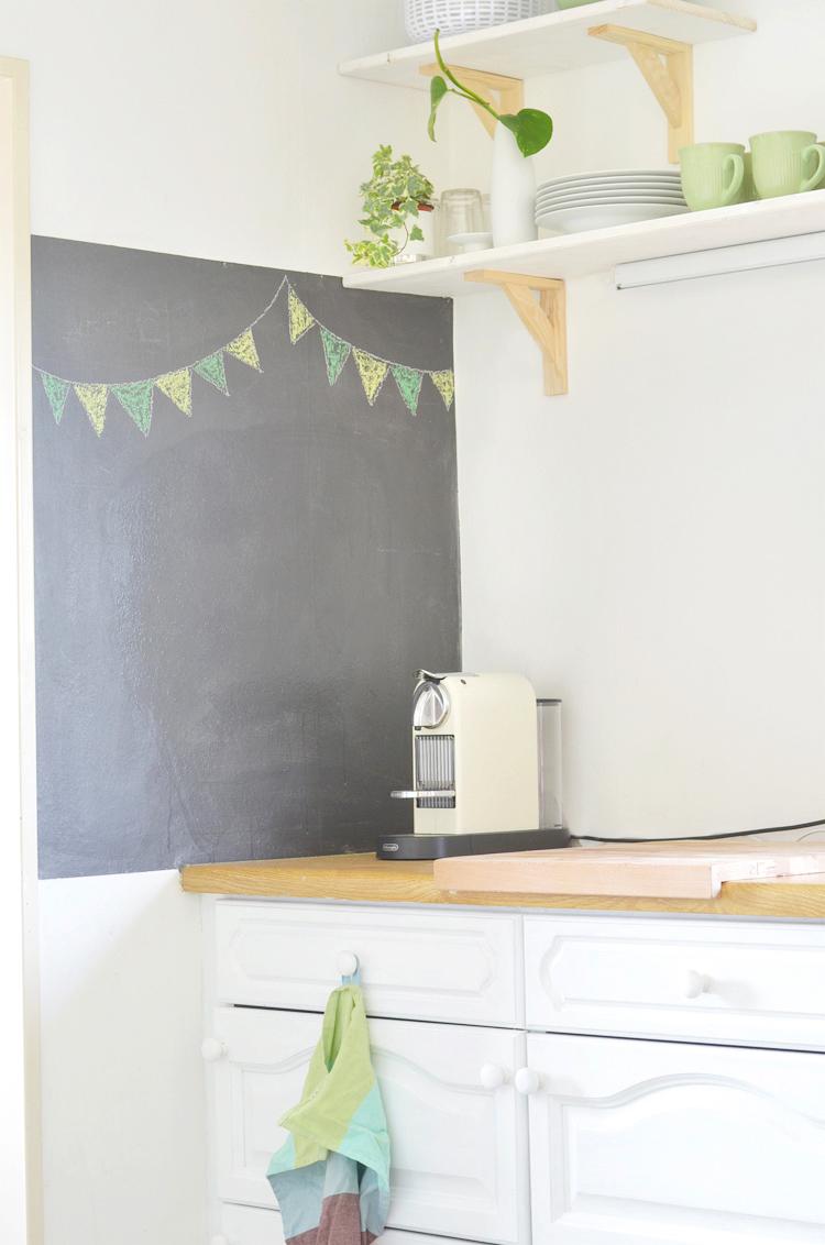 Wand mit Tafelfarbe streichen