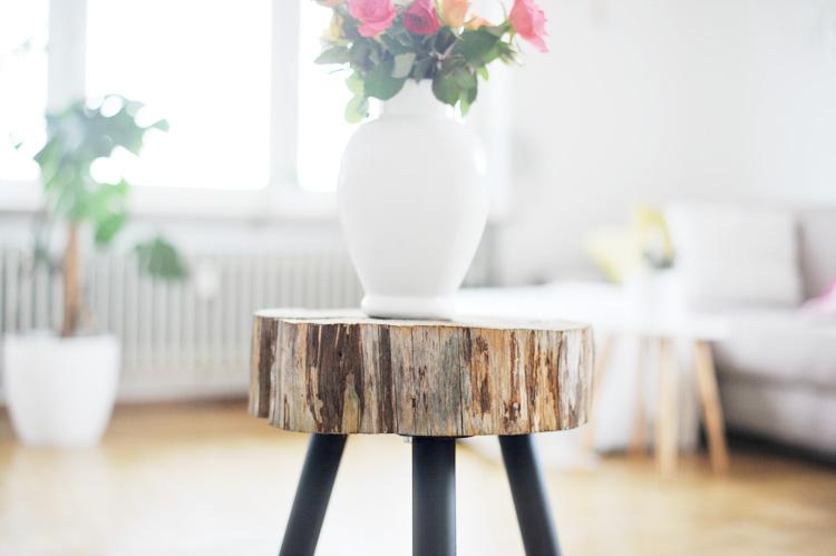 m bel selbst machen beistelltisch aus holzscheibe bauen. Black Bedroom Furniture Sets. Home Design Ideas