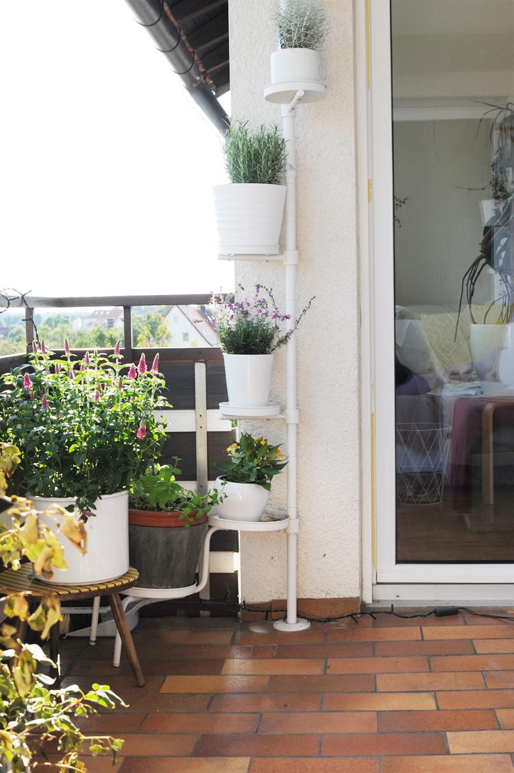 DIY: Loungemöbel für den Balkon aus Paletten selbst bauen – Bonny ...