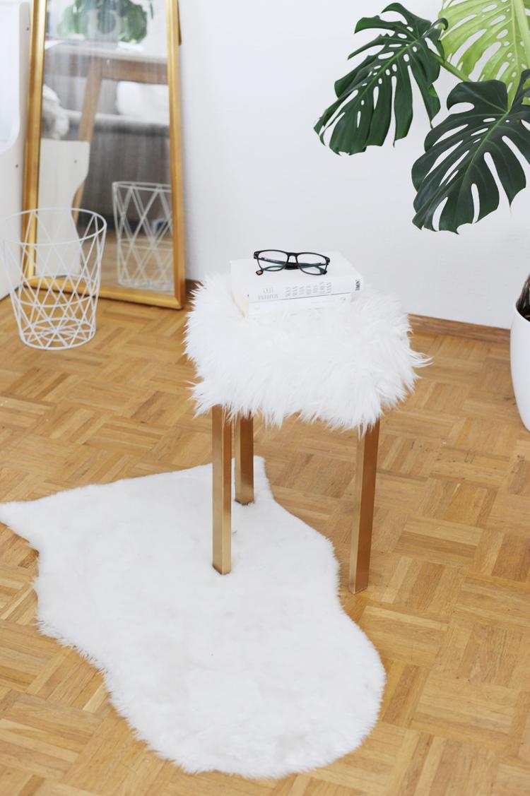 g nstige m bel selber bauen diy fellhocker bonny und kleid. Black Bedroom Furniture Sets. Home Design Ideas