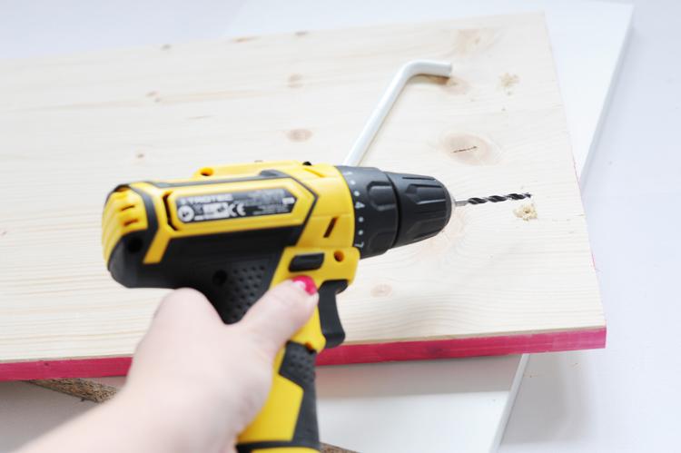 DIY: Holztablett in Marmoroptik selbst machen