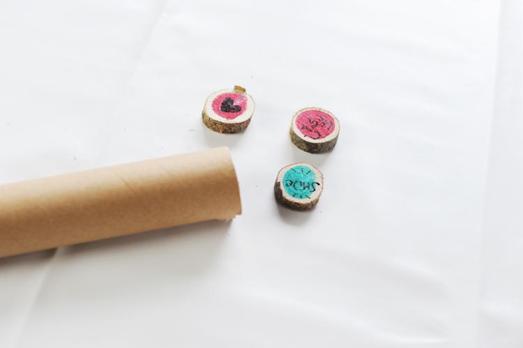 DIY: Kühlschrankmagnete aus Holzscheiben basteln