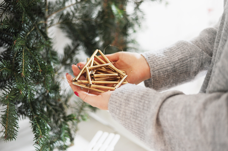 DIY: Christbaumschmuck aus Strohhalmen basteln