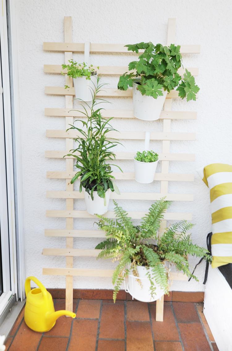 rankgitter selber bauen fr geradlinige die rankhilfe aus. Black Bedroom Furniture Sets. Home Design Ideas