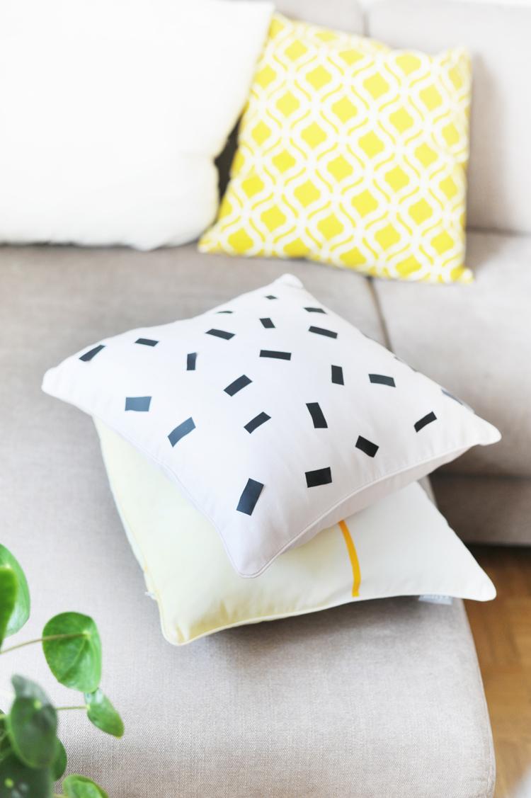 diy kissen selbermachen faerben textilfolie textilfarbe kissen selber machen11 bonny und kleid. Black Bedroom Furniture Sets. Home Design Ideas