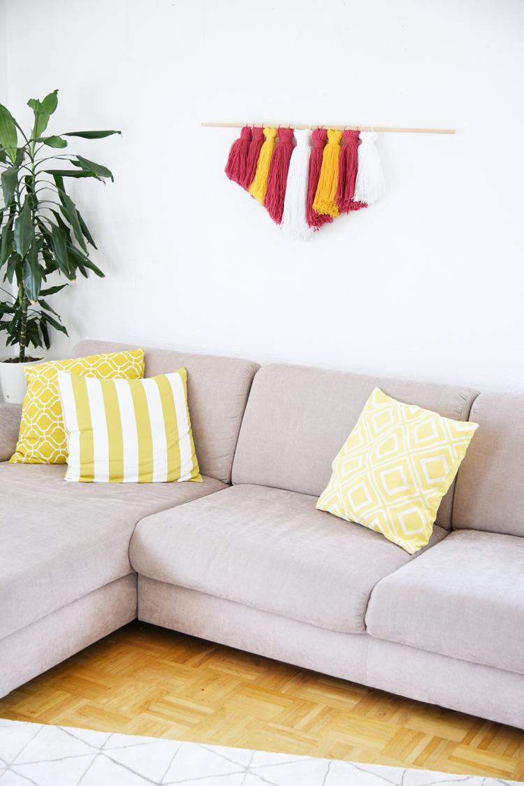 wanddeko zum selbermachen wall hanging mit wolle bonny und kleid. Black Bedroom Furniture Sets. Home Design Ideas