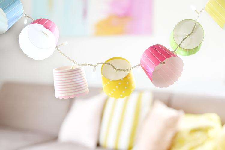 Lichterkette aus Muffinförmchen basteln