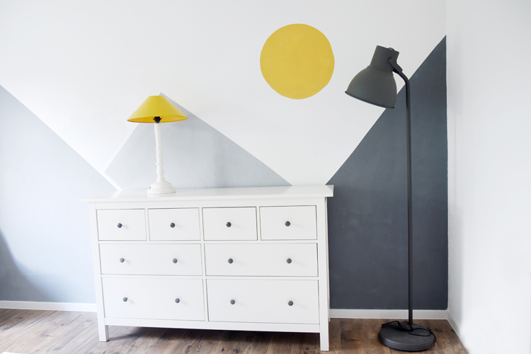 kinderzimmer-gelb-grau-ideen-wand – Bonny und Kleid