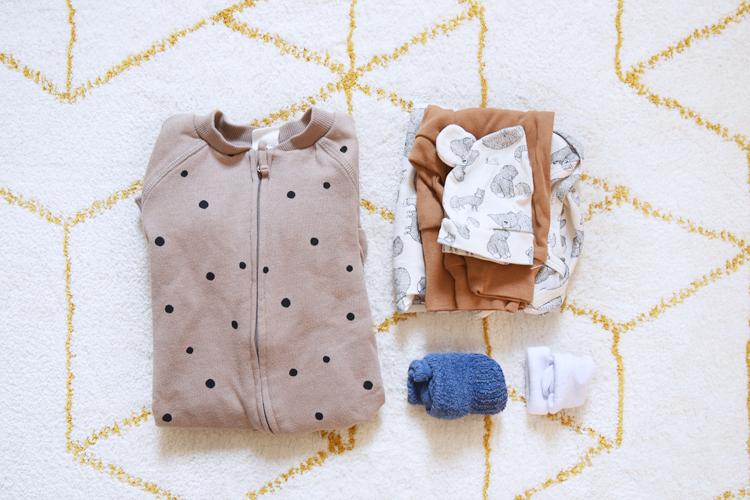 Kliniktasche für die Geburt packen – Was muss rein? Tipps von Mamas