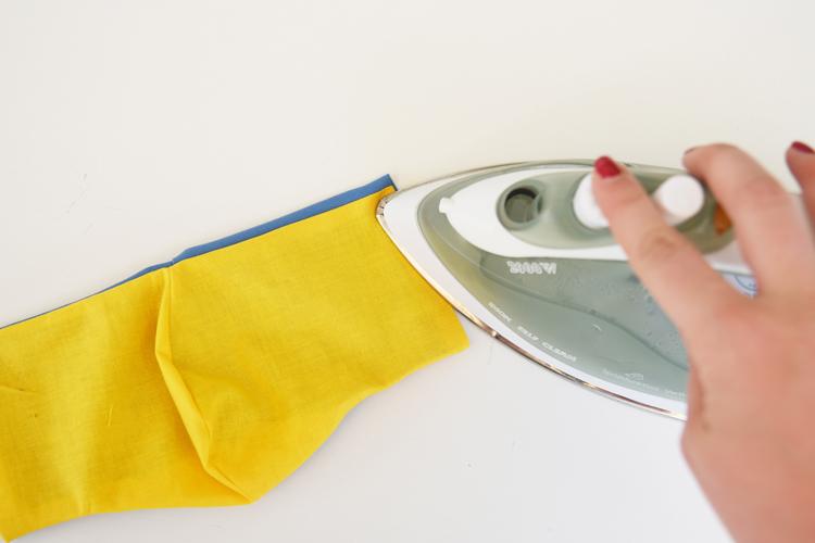 Anleitung für einfache Behelfsmaske aus Stoffresten und Haargummi