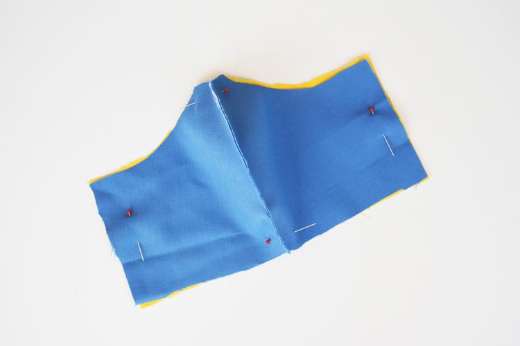 Anleitung für einfache Behelfsmaske aus Stoffresten